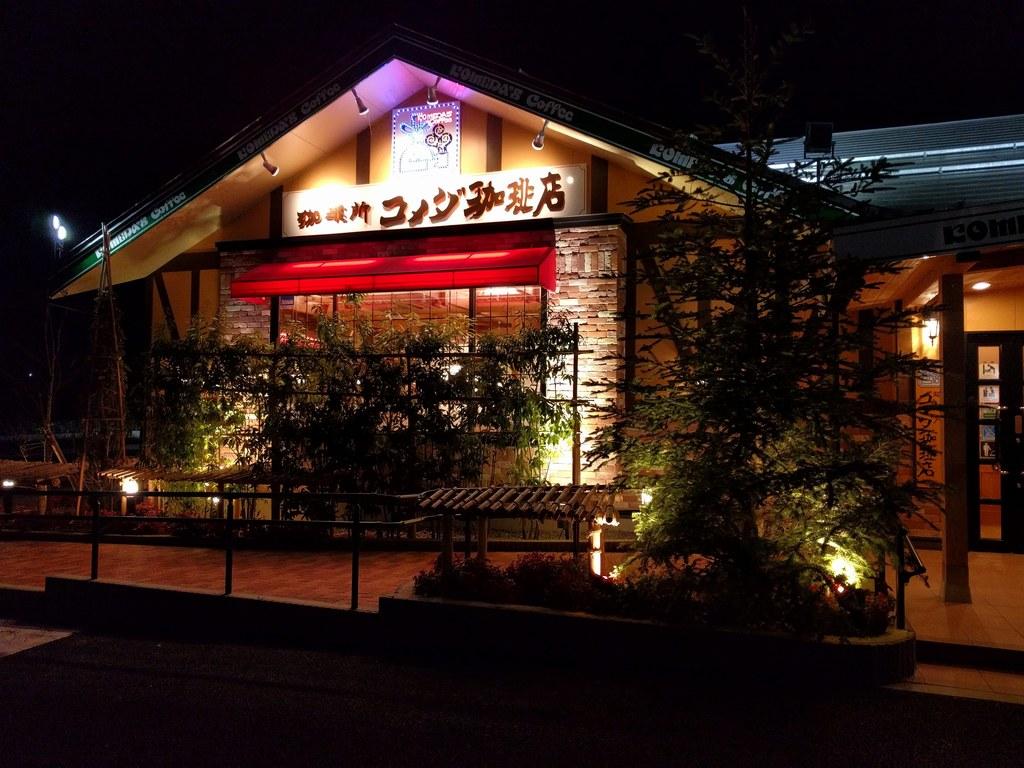 コメダ珈琲店の外観01