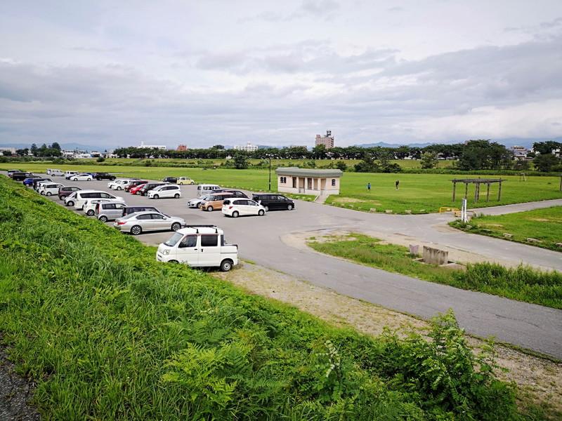 マメノキの駐車場