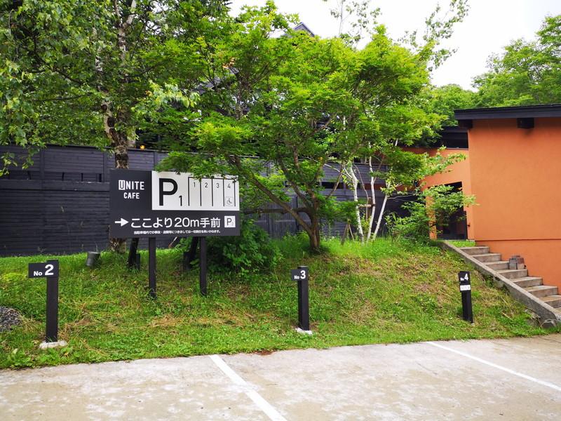ユニテカフェの駐車場2